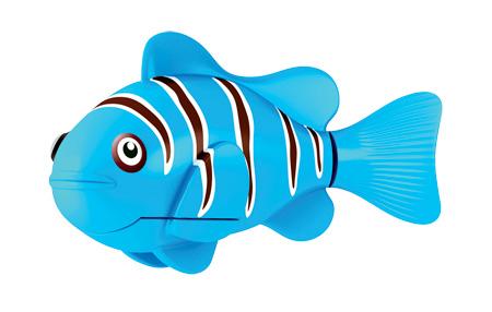 Игрушка для ванны Robofish РобоРыбка: Клоун, цвет: голубой2501-3Игрушка для ванны Robofish РобоРыбка: Клоун понравится вашему малышу и превратит купание в веселую игру. Она выполнена из безопасного пластика с элементами металла в виде маленькой красочной акулы. При погружении в ванну, аквариум или другую емкостью с водой РобоРыбка начинает плавать, опускаясь ко дну и поднимаясь к поверхности воды. Акула прекрасно имитирует повадки настоящей рыбы. Траектория ее движения зависит от наклона хвоста. Внутри рыбки находится специальный грузик, регулирующий глубину ее погружения. Если рыбка плавает на дне, не всплывая, - уберите грузик; если на поверхности - добавьте грузик. Набор включает подставку, на которой можно разместить рыбку, пока вы с ней не играете. Порадуйте вашего ребенка таким замечательным подарком! Игрушка работает от 2 батарей напряжением 1,5V типа LR44 (2 установлены в игрушку и 2 запасные).
