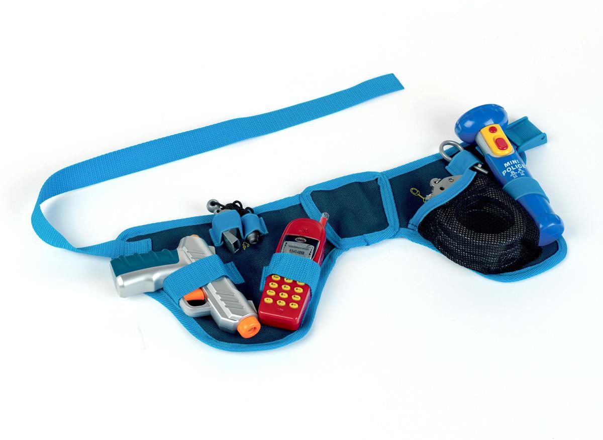 Игровой набор Klein Пояс полицейского с пистолетом, 7 предметов8807Игровой набор Klein Пояс полицейского с пистолетом включает в себя пояс с необходимыми аксессуарами для маленького полицейского, которые создадут увлекательную атмосферу игры. В комплект входят водный пистолет, свисток, наручники, карабин с двумя ключами, мобильный телефон, фонарик со световыми эффектами и пояс с регулируемым ремнем. Благодаря яркому свету фонарика ни один нарушитель не пройдет мимо. Струя воды из пистолета подается путем нажатия на курок. Размер колец наручников регулируется под обхват запястья. С этим замечательным набором ребенок сможет почувствовать себя во всеоружии. Порадуйте его таким замечательным подарком! Фонарик работает от 2 батарей напряжением 1,5V типа АА (не входят в комплект).