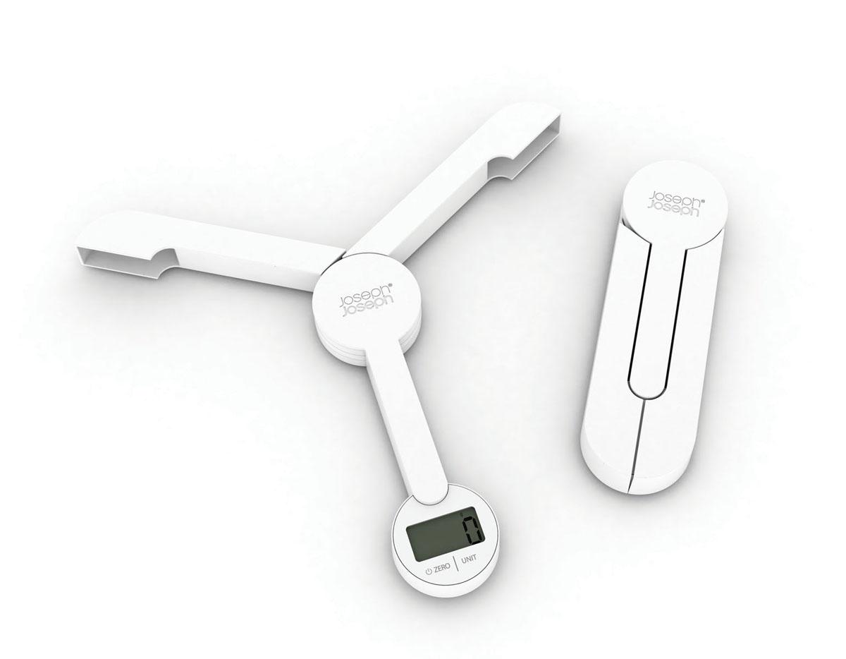 Весы кухонные Joseph Joseph TriScale, складные, цвет: белый, до 5 кг40071Кухонные весы Joseph Joseph TriScale позволят вам взвесить с точностью до грамма продукты весом до 5 кг. Корпус весов выполнен из прочного пластика, снабжен 3 сенсорами. Весы оснащены прямоугольным электронным дисплеем. Основание весов имеет три устойчивые ножки с нескользящим покрытием. На корпусе расположены две сенсорные кнопки управления: кнопка включения/отключения и кнопка выбора единицы измерения Unit. Измерять можно как сыпучие продукты, так и жидкости. В весах предусмотрено 5 единиц измерения - граммы (g), миллилитры (ml), фунты (lb), унции (oz), жидкие унции (fl.oz). Если вы не используете весы более 5 минут, они отключатся автоматически. Имеется функция довеса. Весы складные (в сложенном виде занимают минимум места), это поможет сэкономить пространство на кухне. С помощью таких цифровых весов можно точно контролировать пропорции ингредиентов. Кухонные весы Joseph Joseph TriScale придутся по душе каждой хозяйке и станут незаменимым аксессуаром на кухне.