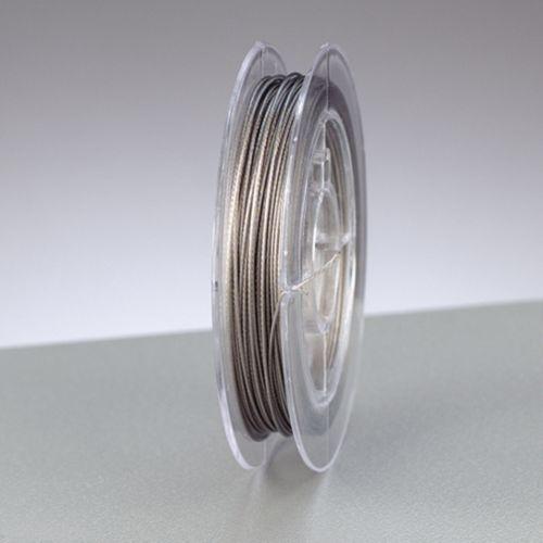 Проволока с нейлоновым покрытием Glorex, цвет: серебряный, 0,38 мм х 5 м685197Проволоку Glorex можно использовать для создания различных изделий бижутерии, для декора фотоальбомов, домашнего интерьера и других целей. Проволока - это очень распространенный и легкодоступный материал. Ее изготавливают из разных металлов и покрывают лаками разных цветов, благодаря чему она обладает прекрасными декоративными свойствами. Проволока является хорошим материалом для плетения, а для достижения эффектного украшения можно сочетать несколько цветов проволоки.