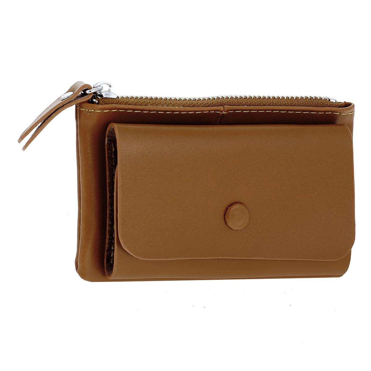 Ключница Fancys Bag, цвет: коричневый. R-9094-09R-9094-09Ключница Fancys Bag - стильная вещь для хранения ключей и мелких вещей, к которым необходим быстрый доступ. Ключница выполнена из натуральной кожи высокого качества и закрывается на кнопку. Внутри расположены шесть металлических карабинов для ключей. Также ключница содержит отделение для мелочей, закрывающееся на застежку-молнию. Внутри него находится прорезной карман на застежке-молнии. Такая ключница станет замечательным подарком человеку, ценящему качественные и практичные вещи.