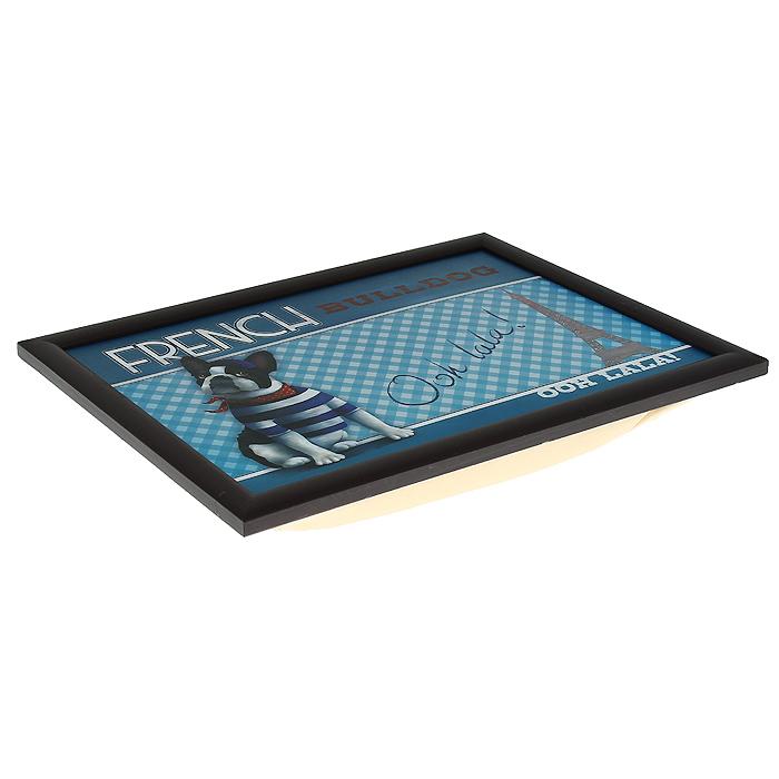 Столик-поднос Феникс-презент, с мягким основанием, 41 х 28 см 3314833148Столик-поднос Феникс-презент изготовлен из дерева (столешница из мдф, рамка из сосны) и оформлен изображением французского бульдога и Эйфелевой башни. Основание подноса выполнено в виде подушки, наполненной пенополистиролом. Такой столик очень функционален: его можно использовать в качестве подноса для еды или подставки для ноутбука. Он удобно и устойчиво размещается на коленях или диване, так как подушка столика принимает форму поверхности.