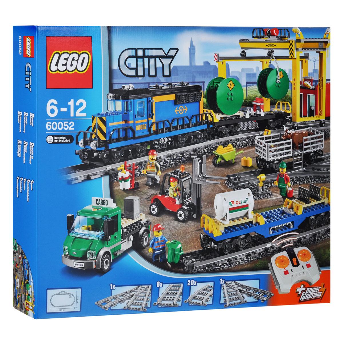LEGO City Конструктор Грузовой поезд 6005260052Перевози тяжелые грузы и животных по городу на супермощном грузовом поезде LEGO City! Этот великолепный моторизированный поезд с 8-канальным, 7-скоростным дистанционным управлением может перевозить все, что угодно. Убедись в том, что груз находится в нужном месте в нужное время, чтобы обеспечить бесперебойную работу города. Соедини вагон для рогатого скота и два грузовых вагона и тяни их с помощью локомотива. Используй вильчатый погрузчик для безопасного перемещения поддонов из вагонов в грузовик. Регистрируй все отправления и прибытия грузов в офисе на впечатляющей грузовой железнодорожной станции. Ты можешь использовать передвижной мостовой кран с крюком для передвижения тяжёлых грузов с одного транспортного средства на другое или на землю. Этот набор с множеством игровых возможностей и крутыми функциями идеально подходит для любителей поездов! Набор включает в себя 888 разноцветных пластиковых элементов, в том числе минифигурки в виде водителя ...