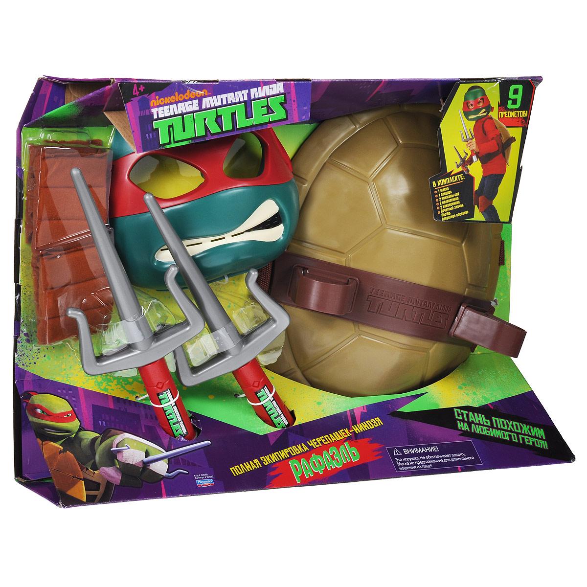 Игровой набор Turtles Боевое снаряжение Черепашки-Ниндзя: Рафаэль, 11 предметов92080_92082Игровой набор Turtles Боевое снаряжение Черепашки-Ниндзя: Рафаэль непременно понравится вашему ребенку. Он включает в себя предметы боевого снаряжения Черепашки-Ниндзя Рафаэля: маску, панцирь-щит, 2 кинжала-сай, 2 налокотника, 2 наколенника, почетный значок, постер и секретное послание. Маска имеет прорези для глаз и держится на голове при помощи эластичных ремешков на липучке. Внутри маски находится специальная резиновая накладка по контуру глаз и носа. Щит выполнен из жесткого пластика и оснащен текстильными регулируемыми ремнями: с помощью липучки щит можно закрепить на поясе, с помощью пластиковых фиксаторов - на обоих плечах. Также щит снабжен двумя специальными универсальными держателями, которые подходят для любого оружия Черепашек-Ниндзя. С игровым набором Turtles Боевое снаряжение Черепашки-Ниндзя: Рафаэль ваш ребенок без труда перевоплотиться в любимого героя. Порадуйте своего непоседу таким замечательным подарком!
