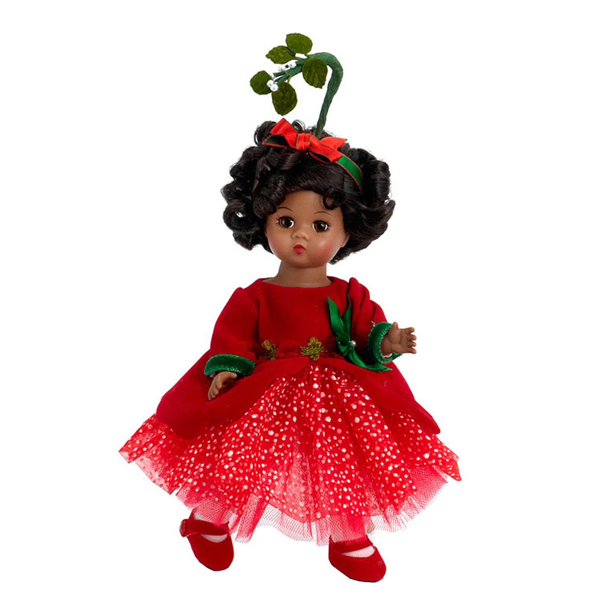 Madame Alexander Кукла Омелия64466Кукла Madame Alexander Омелия - очаровательная кукла с личиком Венди, с зелеными глазами и короткими темными кудрями. Одета в праздничное красное платье, рукава отделаны зеленой бархатной лентой. Нижние юбки платья выполнены из тюля. На ногах куклы белые колготки и красные башмачки. Прическу куклы украшают красные и зеленые ленты и стебелек омелы. Если куколку положить на спинку, то ее глазки закроются.