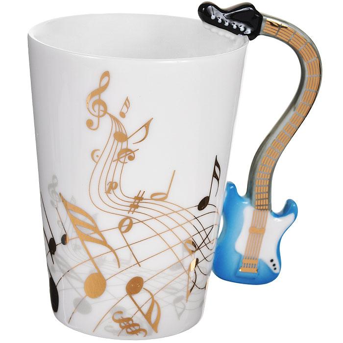 Кружка Музыкальные инструменты. 9546995469Кружка Музыкальные инструменты, выполненная из высококачественной керамики, станет отличным подарком для человека, ценящего забавные и практичные вещи. Кружка оформлена изображением нот, а также фигурной ручкой, изготовленной в виде электрогитары. Такой подарок станет не только приятным, но и практичным сувениром: кружка станет незаменимым атрибутом чаепития, а оригинальный дизайн вызовет улыбку. Изделие упаковано в подарочную коробку.