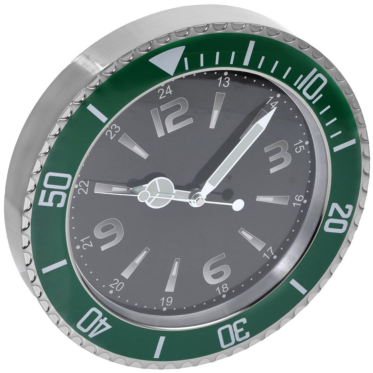 Часы настенные Командирские. 9550095500Оригинальные настенные часы Командирские круглой формы выполнены из металла и защищены стеклом. Часы имеют три стрелки - часовую, минутную и секундную. На стрелках нанесен специальный состав, светящийся в темноте. Необычное дизайнерское решение и качество исполнения придутся по вкусу каждому. Оформите совой дом таким интерьерным аксессуаром или преподнесите его в качестве презента друзьям, и они оценят ваш оригинальный вкус и неординарность подарка. Часы работают от одной батарейки типа АА мощностью 1,5V (не входит в комплект).