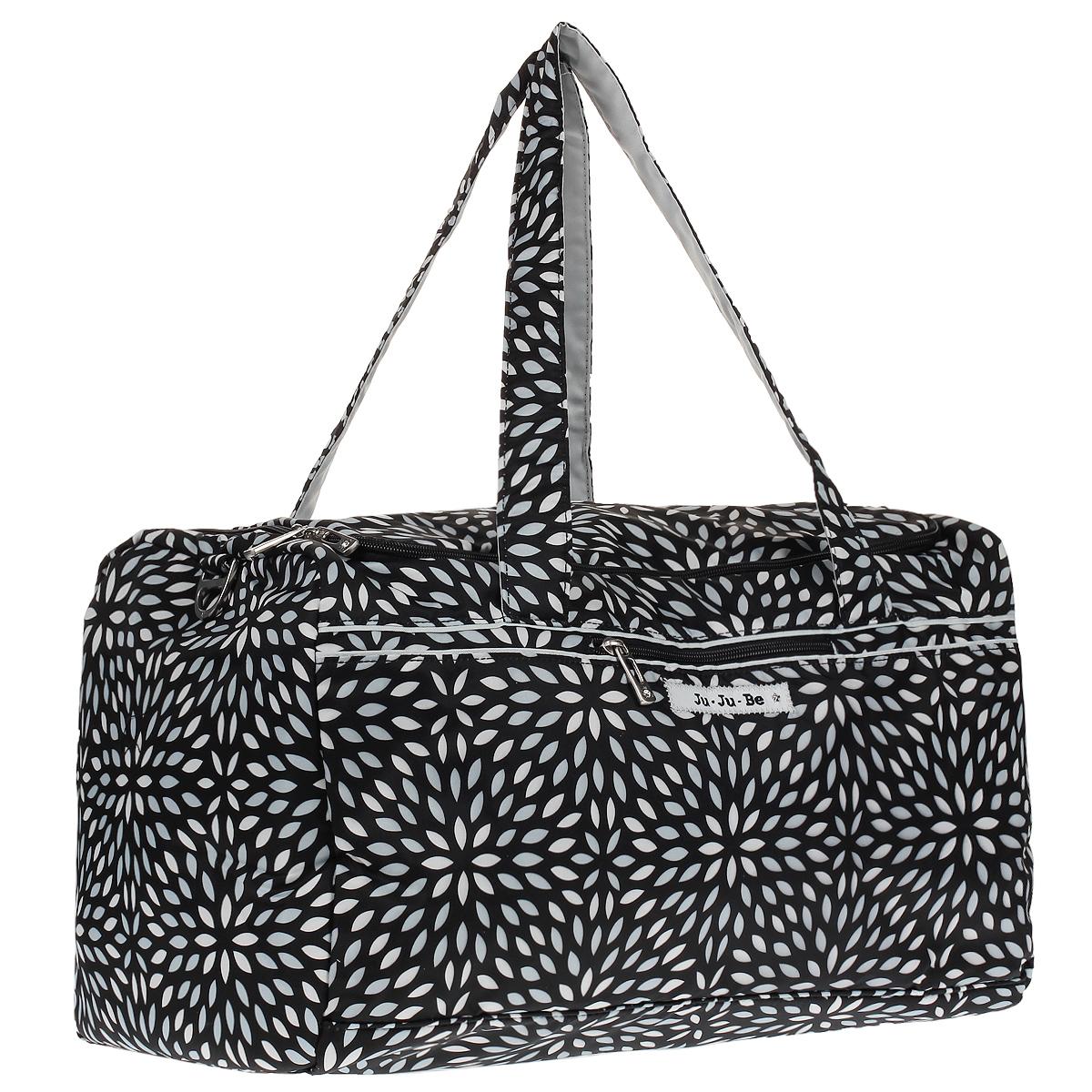 Ju-Ju-Be Сумка дорожная Starlet Platinum Petals цвет черный серебристый13TD02A-0257Если вам нужна легкая сумка для путешествий, поездок за город или на фитнесс, значит, сумка Ju-Ju-Be Starlet - ваш идеальный вариант! В эту сумку поместится столько вещей, что вы будете удивлены. Выполнена сумка из мягкого водонепроницаемого материала с тефлоновой пропиткой внешней ткани. Предусмотрена светлая и яркая атласная подкладка с ионами серебра AgION, чтобы вы могли найти вещи легко и быстро. Сумка оснащена одним большим отделением на застежке-молнии с двумя бегунками, молния располагается в верхней части сумки, чтобы можно было легко посмотреть что внутри. Спереди предусмотрен карман на застежке-молнии, который идеально подойдет для паспорта, а сзади расположен вместительный карман на двойной застежке-кнопке. Для переноски имеются две удобные мягкие ручки. По бокам и снизу модель дополнена мягкими скрытыми вставками. Сумка легко складывается и не занимает много места. Вы сможете положить ее в чемодан и, возвращаясь обратно, сложить в нее покупки, сделанные на...