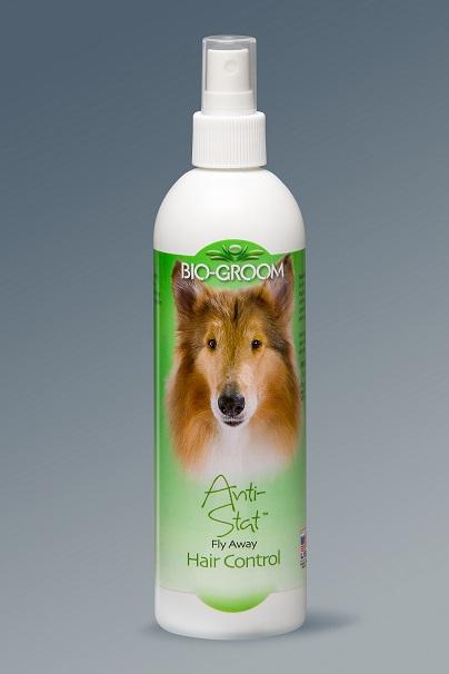 Спрей-антистатик для собак и кошек Bio-Groom Anti-stat, 355 мл50816Спрей-антистатик для собак и кошек Bio-Groom Anti-stat - продукт был разработан для контроля и устранения статичности волос от мытья, сушки и расчесывания. Средство оставляет шерсть естестественной и облегчает расчесывание и укладку. Не липкий и не вызывает раздражение. Замечательно подходит для кошек. Способ применения: встряхните баллон, равномерно распылите на влажную или сухую шерсть и расчешите. При необходимости повторите обработку. Антистатик пригоден и прекрасно себя зарекомендовал при обработке одежды, подстилок и боксов для животных. Его использование поможет избавиться от статического электричества с этих предметов, причем самым безвредным и безопасным способом для Вашего питомца. Товар сертифицирован.