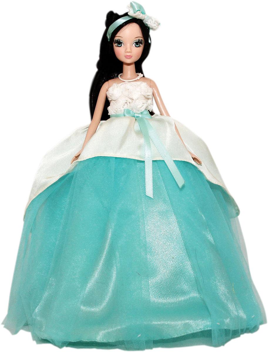 Кукла Sonya Rose Gold Collection. Лазурная волна, 27 смR9078NКукла Sonya Rose Gold Collection. Лазурная волна одета в красивое пышное свадебное платье, украшенное цветами и атласным бантом. Ее роскошная прическа дополнена бантом с кружевами. У куколки длинные густые ресницы, красивый макияж и великолепные волосы. Завершают изящный наряд белые бусы. Голова и руки куколки вращаются, ноги сгибаются в коленях. В комплект входит вертикальная подставка для куколки. Такая очаровательная кукла обязательно понравится вашей малышке. Золотая коллекция - шикарные, красивые, утонченные куклы в вечерних нарядах. Все они будто собрались на сказочный бал. Все в них прекрасно: чудесные прически, вечерний макияж и длинные трогательные ресницы.