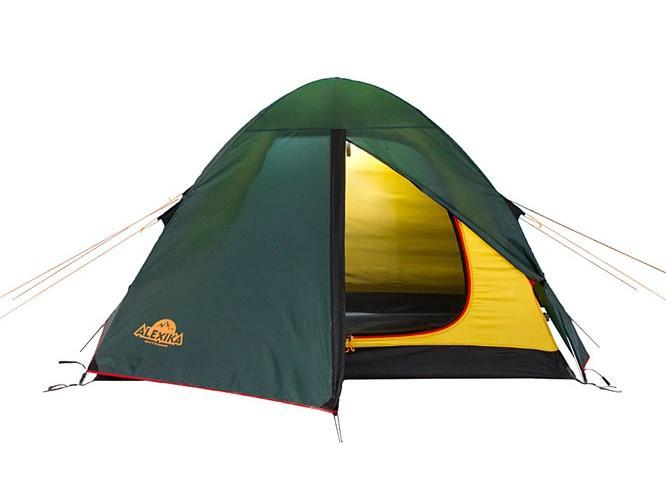 Палатка Alexika Scout 3 Green9121.3101Хорошая трекинговая палатка для трех человек, предпочитающих двух-трехдневные походы в сезон весна-осень. Модель Scout 3 имеет небольшой тамбур с двумя расположенными на пороге молниями. Одна молния предназначена для открывания входа, вторая - для крепления москитной сетки. Разные цвета молний не позволят вам запутаться в застежках. Внутри палатки имеется 6 карманов, кольцо для фонаря и полочка для различных мелочей. Палатка в чехле имеет настолько малый вес, что дает возможность ее использования в пешеходных экспедициях. Вентиляционное окно находится в верхней части палатки и обеспечивает отличную вентиляцию. Швы в палатке Scout 3 абсолютно герметичны за счет использования термоленты. Дополнительной прочности и ветроустойчивости данной модели придают прошитые прочной стропой все края тента. Тент надежно крепится к металлическим дугам в данной модели липучками Velco. Постоянное натяжение тента при порывах ветра обеспечивают боковые затяжки, выполненные из эластичного...