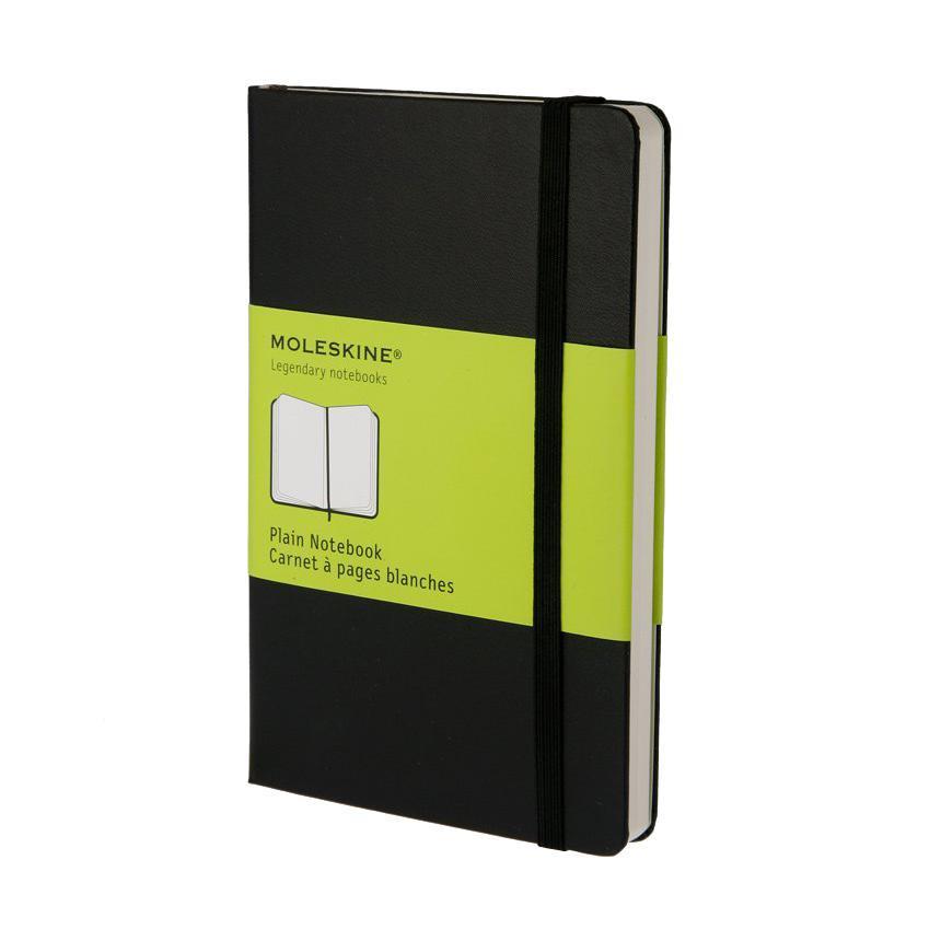 Блокнот Moleskine Moleskine Classic Classic (нелинованная) Pocket черныйQP012ENЗаписная книжка в твердой обложке содержит 192 нелинованные страницы. Неповторимые черты записной книжки Молескин: Удобная эластичная застежка; Прочная влагозащитная обложка; Прошитый нитками переплет; Практичные скругленные углы; Не желтеющие со временем страницы; Быстро впитывающая чернила бумага; Функциональная лента-закладка; Вместительный внутренний кармашек. Характеристики: Цвет: черный. Размер: 9 см х 14 см x 1,3 см. Материал: бумага, влагостойкий синтетический материал. Moleskine Молескин - легендарная записная книжка, которой уже два столетия отдает дань любви и уважения европейская творческая интеллигенция: писатели, журналисты, художники, дизайнеры, архитекторы, актеры и музыканты. Среди знаменитых поклонников Moleskine - Эрнест Хемингуэй и Пабло Пикассо, Брюс Чатвин и Луис Сепульведа, Винсент Ван Гог и Анри Матисс, Жан-Поль Сартр и Гийом Апполлинер, Оскар Уайльд и Гертруда...