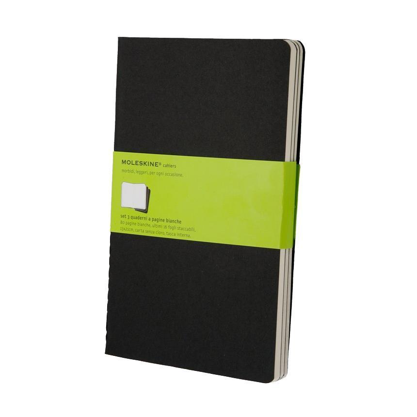 Блокнот Moleskine Cahier (нелинованная) Large черная 3 штQP318ENЗаписная книжка в картонной обложке без пропитки содержит 80 нелинованных страниц. Неповторимые черты записной книжки Молескин: Прошитый нитками переплет; Практичные скругленные углы; Не желтеющие со временем страницы; Последние 16 листов с перфорацией для отрыва; Быстро впитывающая чернила бумага; Вместительный внутренний кармашек. Характеристики: Цвет: черный. Размер: 13 см х 21 см. Материал: бумага, картон. Moleskine (Молескин) - легендарная записная книжка, которой уже два столетия отдает дань любви и уважения европейская творческая интеллигенция: писатели, журналисты, художники, дизайнеры, архитекторы, актеры и музыканты. Среди знаменитых поклонников Moleskine - Эрнест Хемингуэй и Пабло Пикассо, Брюс Чатвин и Луис Сепульведа, Винсент Ван Гог и Анри Матисс, Жан-Поль Сартр и Гийом Апполлинер, Оскар Уайльд и Гертруда Стайн. Множество ярких идей и набросков были до времени скрыты этим тайным...