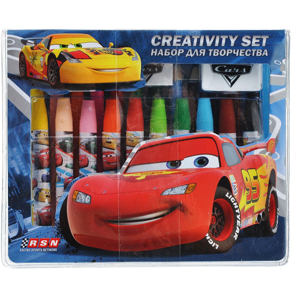 Набор для рисования Cars, 25 предметовCRAA-US1-460199Набор для рисования Cars позволит вашему ребенку проявить свои творческие способности. Он включает в себя цветные карандаши двенадцати цветов, восковые мелки десяти цветов, точилку, ластик и стикер. Каждый мелок обернут в бумажную гильзу с изображением персонажей популярного мультфильма Тачки (Cars). Набор откроет юным художникам новые горизонты для творчества, а также поможет развить мелкую моторику рук, цветовое восприятие, фантазию и воображение.