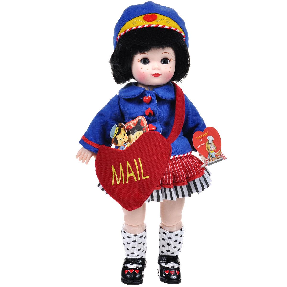 Madame Alexander Кукла Мэгги-почтальон66235Кукла Madame Alexander Мэгги-почтальон станет прекрасным украшением любой коллекции. Кукла с веснушками и короткими черными волосами одета в синий пиджак с красными пуговками в виде сердечек, красно-белую гофрированную юбку, с отделкой подола белой тканью в черную полоску. Рукава пиджака украшены красными полосками, низ пиджака декорирован переплетающимися красно-белыми полосками. На голове у Мэгги синяя фуражка почтальона, с желтой отделкой и кокардой в виде красного сердечка. На ее ножках - белые гольфы в черный горох и черные лакированные туфельки с красными сердечками. Красная сумка в виде сердца повешена через плечо и заполнена валентинками. В руках у Мэгги красная валентинка. Реалистичные глазки куклы закрываются, если положить ее на спину.