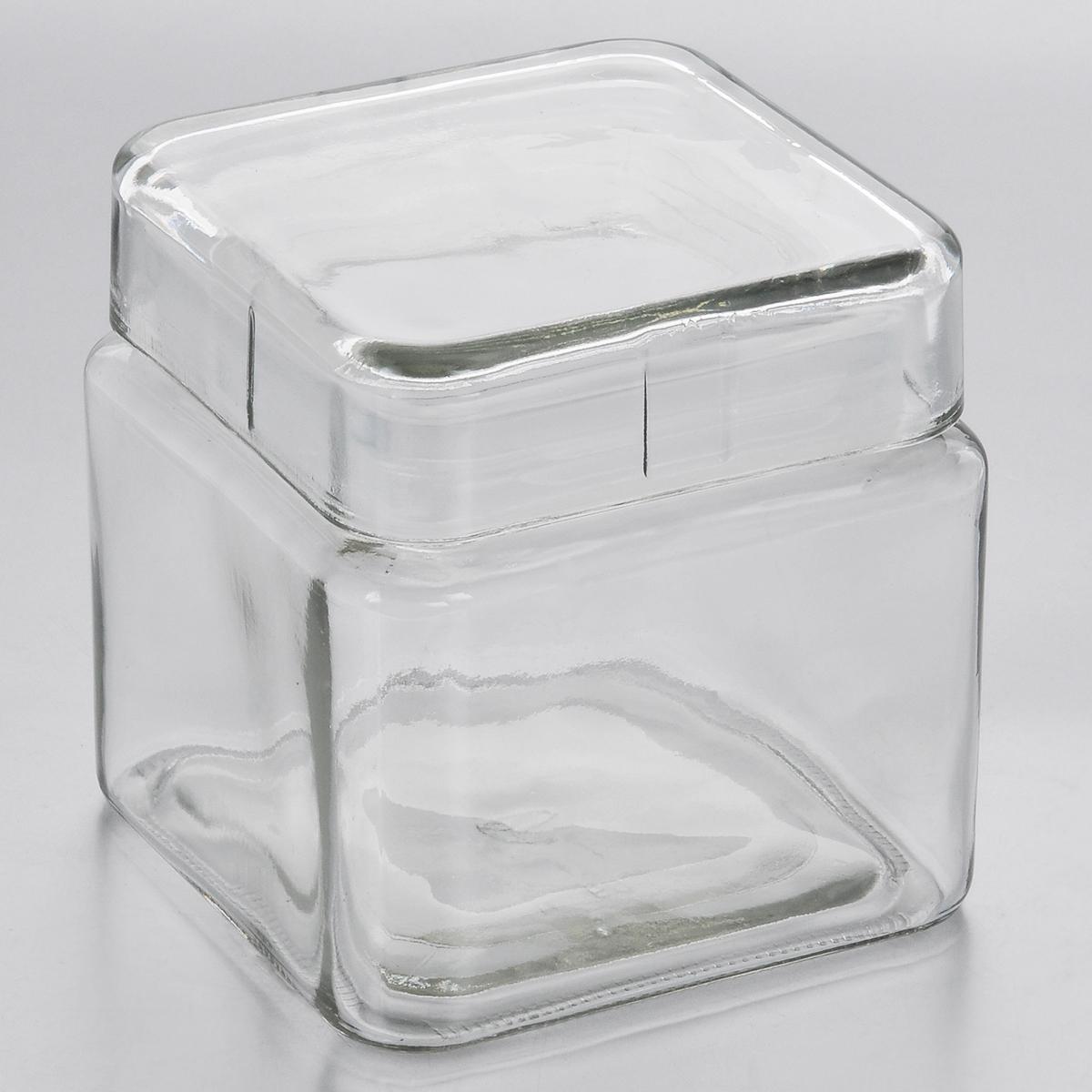 Емкость для хранения Esprado Cristella, 800 млC040801E405Емкость для хранения Esprado Cristella изготовлена из качественного прозрачного стекла, отполированного до идеального блеска и гладкости. Изделие имеет квадратную форму. Стекло термостойкое, что позволяет использовать емкость Esprado при различных температурах (от -15° С до +100°С). Это делает ее функциональным и универсальным кухонным аксессуаром. Емкость прекрасно подходит для хранения кофе, орехов, сахара, специй и других сыпучих продуктов. Крышка плотно закрывается и легко открывается благодаря силиконовой прослойке. Это обеспечивает герметичность и дольше сохраняет продукты свежими. Благодаря различным дизайнерским решениям такая емкость дополнит и украсит интерьер любой кухни. Емкости для хранения из коллекции Cristella разработаны на основе эргономичных дизайнерских решений, которые позволяют максимально эффективно и рационально использовать кухонные поверхности. Благодаря универсальному внешнему виду, они будут привлекательно смотреться в ...