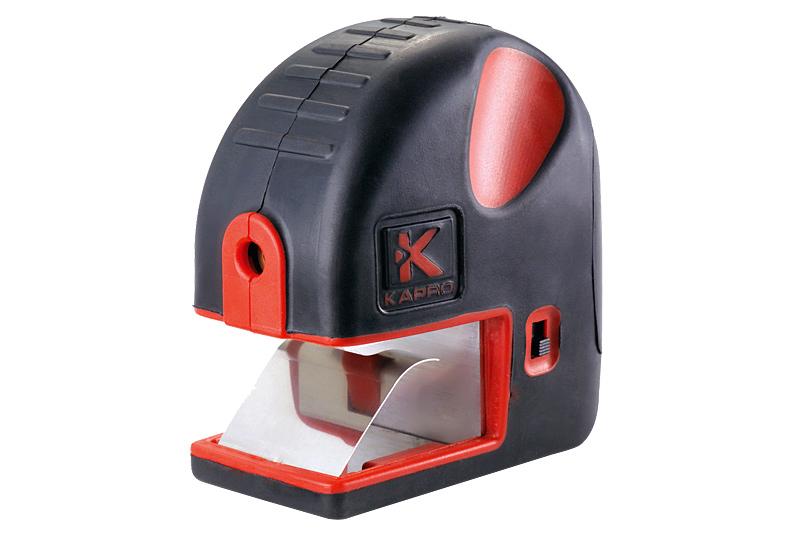 Разметчик лазерный Kapro893Лазерный разметчик Kapro заменяет Т-образный угольник для гипсокартона. Особенности разметчика: 90° лазерный луч повышенной видимости. Пружинный зажим для установки на стандартные доски (6,35 мм-3,175 мм (1/4-1/8)). Устанавливается на угол для проведения диагональной линии. Включатель, активируемый при воздействии. Основной и ручной включатели для использования в качестве поверхностного лазера. Корпус из двух материалов с резиновым кантом. Компактный, эргономичный дизайн. Удобное поясное крепление. Источник питания: 2 ААА батареи (не входят в комплект).