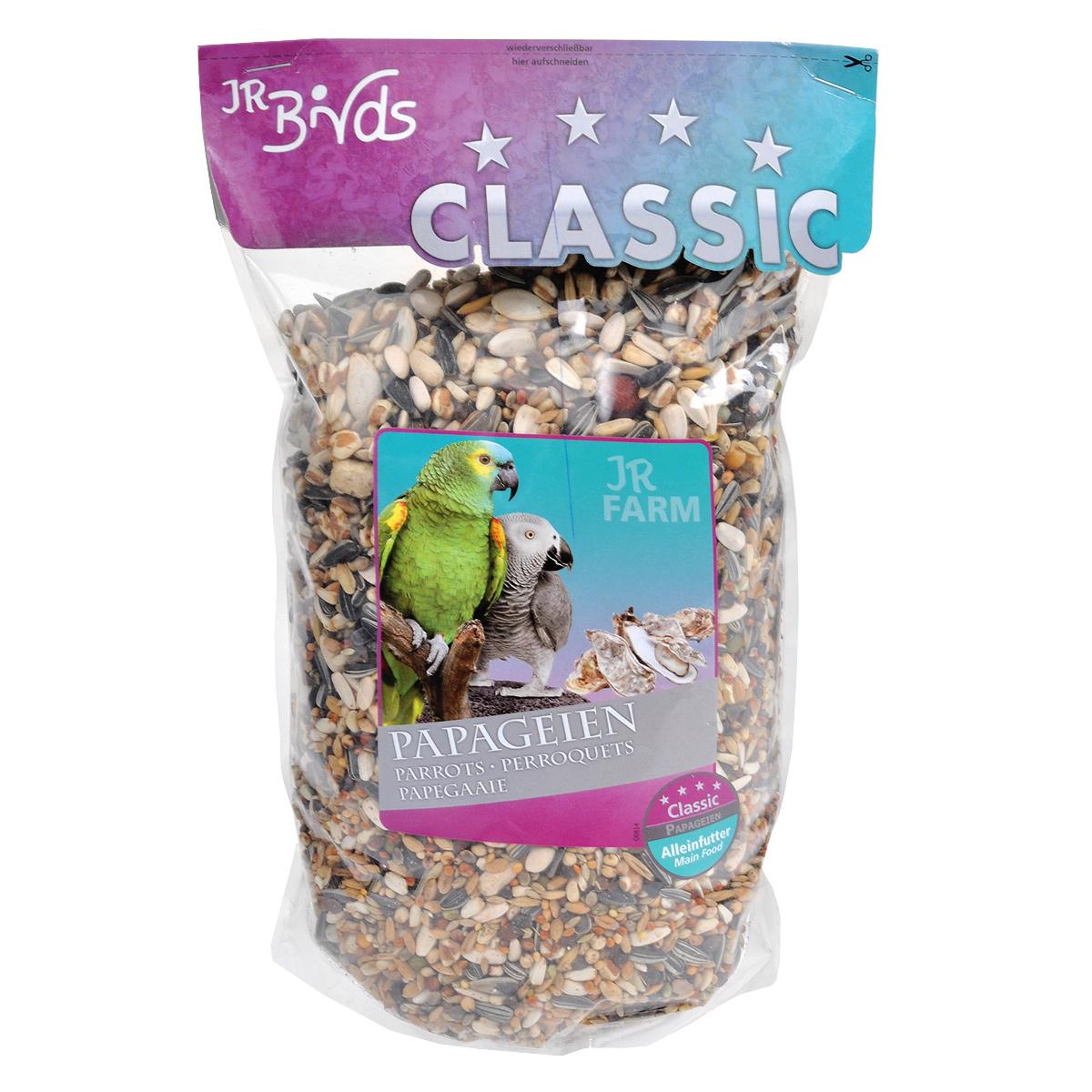 Корм для попугаев JR Farm Classic, 1 кг08400Корм JR Farm Classic - это полностью сбалансированный корм для попугаев. В состав добавлены раковины устриц для обеспечения кальций-фосфорного баланса, а также все необходимые витамины и микроэлементы. Корм предназначен для всех африканских серых попугаев, амазонских попугаев, какаду, неразлучников и других попугаев. Рекомендации по кормлению: ежедневно насыпайте корм в количестве 5% от массы тела птицы. Состав: кардиган, сорго обыкновенное, полосатые семена подсолнечника, Манна просо, канареечное семя, Ла Плат просо, зерно, гречневая крупа, Мило, пшеница, рис Пэдди, плющеный овес, семя конопли, бобы, белые семена подсолнечника, овес неочищенный, горох, шиповник, раковины устрицы (2 %), воздушная пшеница, тыквенные семена. Основной анализ: белки 13.8 %, жиры 13.3 %, клетчатка 5.9 %, зола 4.5 %, влажность 10.3 %, кальций 0.9 %, фосфор 0.5 %. Содержание витаминов на кг: витамин А 8000 МЕ, витамин D3 1000 МЕ, витамин E 25 мг, медь на 10 мг...