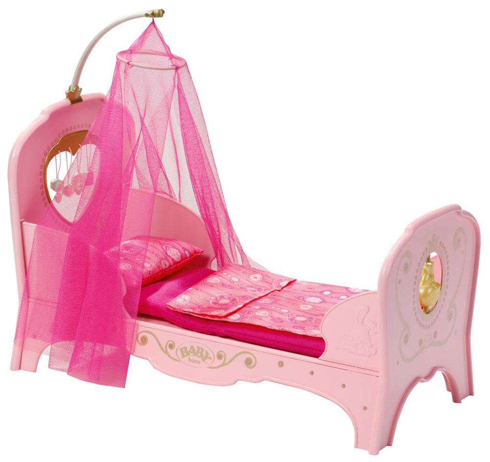 Baby Born Интерактивная кроватка для куклы Кроватка для принцессы, цвет: розовый819-562Прелестная кроватка Baby Born Кроватка для принцессы создана, чтобы малышка Baby Born сладко спала и видела сказочные сны. Кроватка выполнена из прочного пластика и украшена рельефными изображениями зверят. В комплект также входит матрасик, подушка и одеяло для куклы. Кроватка разборная, что позволяет легко хранить ее и брать с собой в дорогу. Если положить куклу на кровать, воспроизводится колыбельная и подсвечивается ночник в виде уточки у изножья кровати. Такая кроватка достойна настоящей принцессы! Теперь ваша малышка сможет убаюкивать своих кукол в удобной детской кроватке. Порадуйте ее таким замечательным подарком! Подходит для кукол Baby Born высотой 43 см. Кукла в комплект не входит. Необходимо докупить 3 батарейки напряжением 1,5V типа AАA (не входят в комплект).