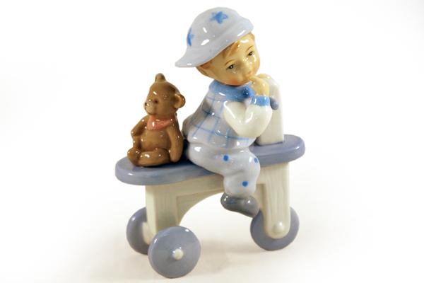 Статуэтка Мальчик на велосипедеN-PB0479-ALМатериал: Фарфор. Цвет: белый, голубой. Серия: Статуэтки.