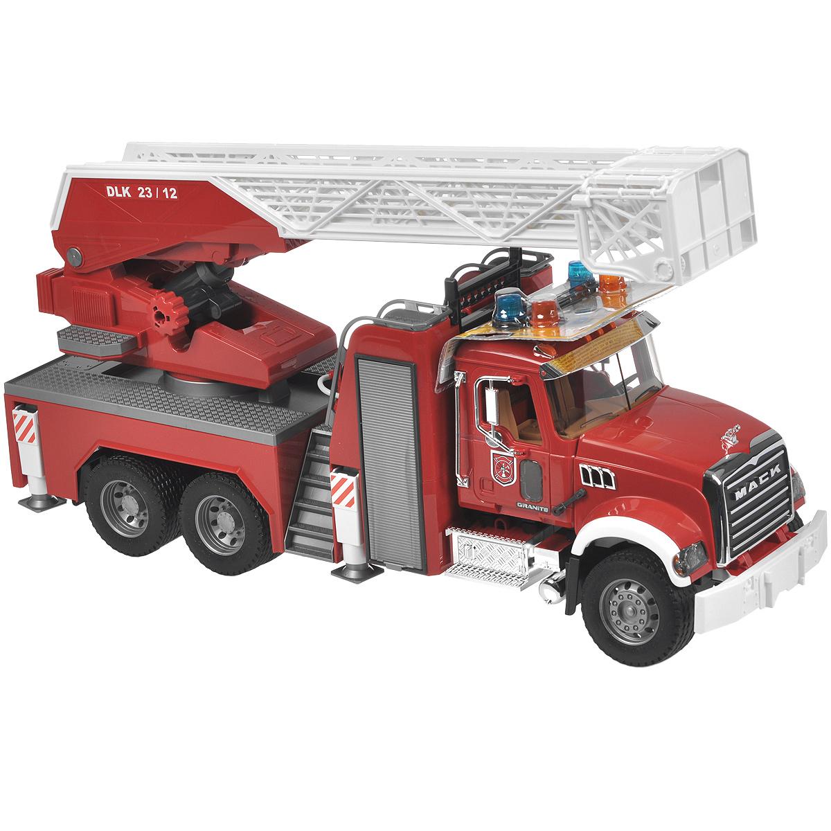 Bruder Пожарная машина Mack02-821Пожарная машина Bruder Mack, выполненная из прочного безопасного материала красного, серебристого и белого цветов, отлично подойдет ребенку для различных игр. Машина является уменьшенной копией пожарной машины фирмы Mack. Пожарная машина с выдвижной трёхуровневой лестницей является долгожданной новинкой. Лестница меняет угол наклона и выдвигается специальной ручкой. К лестнице прикреплена люлька, которая меняет угол наклона. Машина оснащена пожарным рукавом с ёмкостью для воды и функционирующим помповым насосом. Платформа машины поворачивается на 360°, Двери водительской кабины открываются, зеркала складываются, есть ящик для инструментов, оснащена четырьмя опорами для устойчивости. Капот поднимается (открывается доступ к двигателю). Машина выделяется хромированными элементами - радиатором, баком, козырьком, поручнями, зеркалами, выхлопной трубой. Колёса прорезинены. Специальный модуль с мигающими лампочками и звуком продолжительностью 18 секунд (4 режима - гудок, звук...