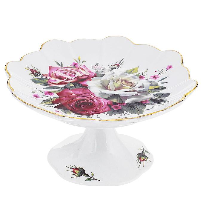 Конфетница на ножке Briswild Волшебная роза, диаметр 14,5 см523-144Изящная конфетница на ножке Briswild Волшебная роза, изготовленная из высококачественного фарфора, непременно понравится любителям классического стиля. Ножка и блюдо конфетницы оформлены изображением роз. Края конфетницы украшены золотистой эмалью. Конфетница оригинально украсит ваш стол и подчеркнет изысканный вкус хозяйки. Конфетница Briswild Волшебная роза упакована в подарочную упаковку с текстильным бантиком. Не использовать в микроволновой печи. Не применять абразивные моющие средства.