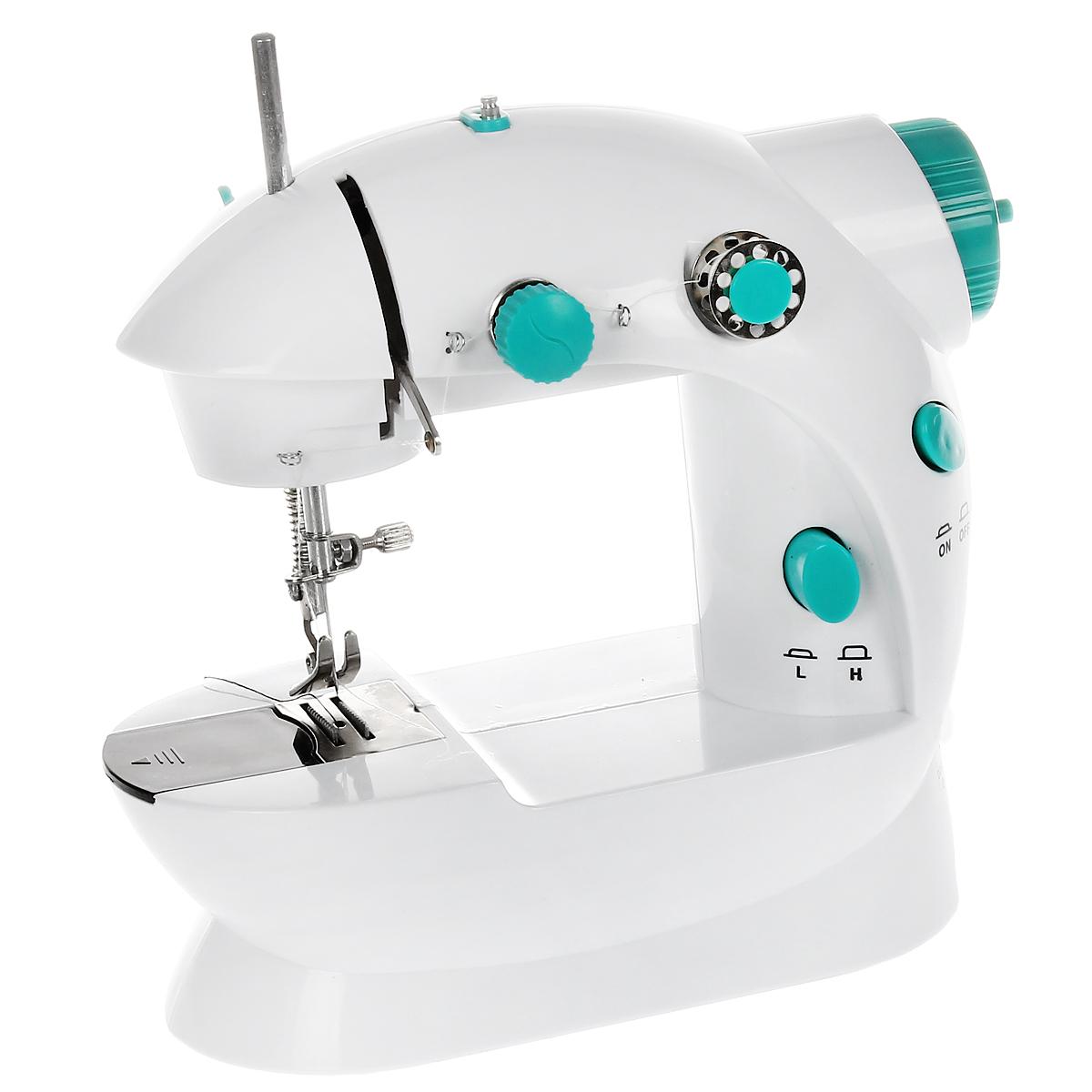 Машинка швейная Bradex Портняжка, компактнаяTD 0162Портняжка является компактной швейной машиной, которая будет полезна в быту по многим причинам. Этот легкий в использовании прибор - прекрасная альтернатива большим швейным машинам, трудно транспортируемым и занимающим в доме много пространства. С помощью мини-машинки Портняжка Вы быстро подошьете все виды одежды, постельного белья, скатертей, сошьете лоскутные одеяла и пледы, кухонные прихватки и салфетки, а также сможете создавать всевозможные сувениры из ткани, детские игрушки и прочее. Портняжка работает как от электросети за счет входящего в комплект адаптера, так и от батареек. Имеет два скоростных режима, осуществляет прошивку двойной ниткой, может управляться при помощи ножной педали для облегчения процесса шитья.
