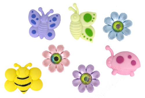 Пуговицы декоративные Dress It Up Мир насекомых, 7 шт. 77021547702154Набор Dress It Up Мир насекомых состоит из 7 декоративных разноцветных пуговиц, изготовленных из пластика, с помощью которых вы сможете украсить открытку, фотографию, альбом, одежду, подарок и другие предметы ручной работы. Все пуговицы в наборе имеют оригинальный и яркий дизайн.