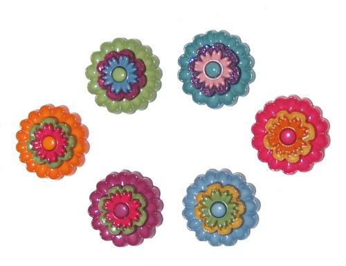 Пуговицы декоративные Dress It Up Цветок, 6 шт. 77022707702270Набор Dress It Up Цветок состоит из 6 декоративных пуговиц, выполненных из пластика в форме цветков. Такие пуговицы подходят для любых видов творчества: скрапбукинга, декорирования, шитья, изготовления кукол, а также для оформления одежды. С их помощью вы сможете украсить открытку, фотографию, альбом, подарок и другие предметы ручной работы. Пуговицы разных цветов имеют оригинальный и яркий дизайн.