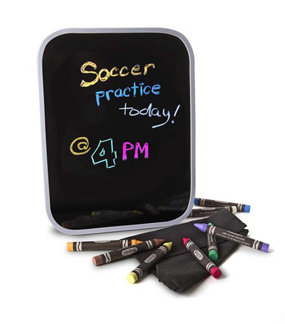 Двусторонняя доска для рисования Crayola Dry Erase, с аксессуарами98-8638Специальная двусторонняя доска для рисования Crayola Dry Erase поможет раскрыть талант юного художника, а также значительно упростит уборку его рабочего места для родителей. В набор включены 8 восковых мелков желтого, фиолетового, оранжевого, коричневого, белого, зеленого, розового и синего цветов. Помимо самой доски и мелков, в комплект также входят специальная тряпочка для очистки и точилка. Доска предназначена для многократного использования. Изображение удаляется с помощью сухой тряпочки быстро и легко, без разводов и грязи. Одна сторона этой доски белая, другая - черная. На обеих вы можете рисовать восковыми мелками. Мелки не токсичны, безопасны для детского здоровья, легко смываются с рук и одежды. Такая доска идеально подойдет для путешествий - теперь вам не придется беспокоиться о том, чем занять малыша в пути: ребенок сможет рисовать, просто держа доску на коленях. Вашему маленькому художнику непременно понравится рисовать на доске Dry Erase. Рисование помогает...