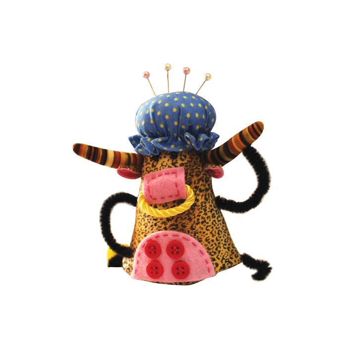 Игольница RTO Бык526680Игольница RTO Бык, выполненная из текстиля с мягким наполнителем синтепух, станет незаменимым аксессуаром для любой рукодельницы. Изделие выполнено в виде забавного быка в голубой шапочке для душа. С такой игольницей ваши булавки и иголки не потеряются и всегда будут на своем месте! А яркий дизайн сделает эту вещицу украшением вашей коллекции предметов для шитья. Прекрасный оригинальный подарок к любому случаю, который обязательно вызовет улыбку у окружающих. В комплекте - 4 швейные булавки.