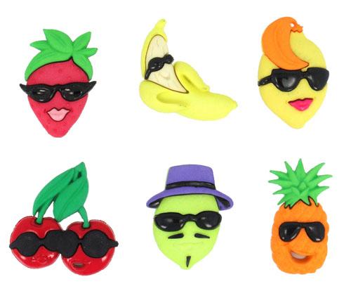 Пуговицы декоративные Dress It Up Фрукты, ягоды, 6 шт. 77040357704035Набор Dress It Up Фрукты, ягоды состоит из 6 декоративных пуговиц, выполненных из пластика в форме различных фруктов и ягод. Такие пуговицы подходят для любых видов творчества: скрапбукинга, декорирования, шитья, изготовления кукол, а также для оформления одежды. С их помощью вы сможете украсить открытку, фотографию, альбом, подарок и другие предметы ручной работы. Пуговицы разных цветов имеют оригинальный и яркий дизайн.