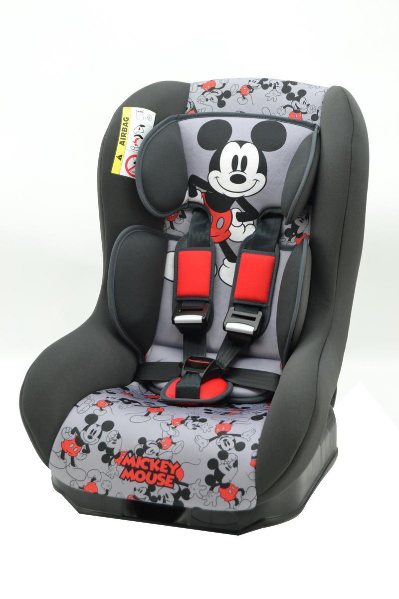 Автокресло Nania Driver гр.0-1 Mickey Mouse Disney43305Когда вес ребенка достигнет 9-ти кг, кресло следует устанавливать лицом в направлении движения автомобиля, однако только на заднем сиденье. Конструкция авто-кресел этой группы представляет собой пластиковую основу на силовом каркасе. Благодаря тому, что наклон спинки можно регулировать, малыш сможет спокойно спать во время долгих путешествий.