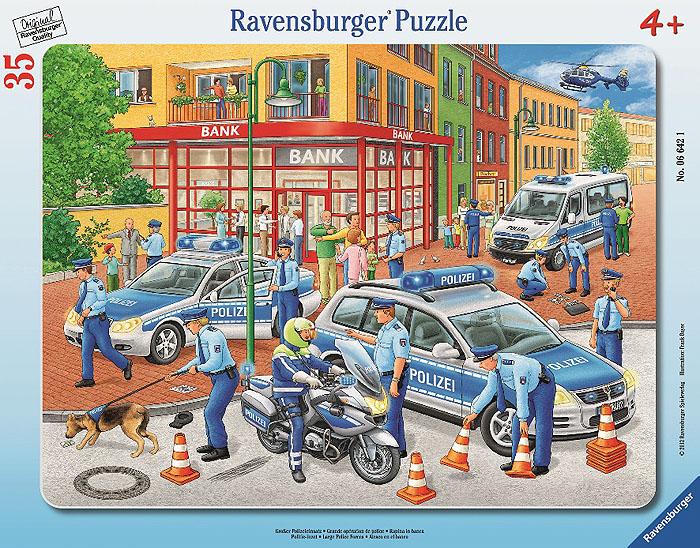 Ravensburger Полиция. Пазл, 35 элементов06642Пазл Ravensburger Полиция включает 45 элементов, из которых ваш ребенок сможет собрать яркую картинку с изображением полицейских, работающих на месте преступления. В комплекте предусмотрена рамка, которой малыш может воспользоваться в процессе работы или для того, чтобы повестить готовую картинку на стену. Элементы пазла имеют разный размер; для каждого предусмотрено свое место. Пазлы - прекрасное антистрессовое средство для взрослых и замечательная развивающая игра для детей. Собирание пазла развивает у ребенка мелкую моторику рук, тренирует наблюдательность, логическое мышление, знакомит с окружающим миром, с цветом и разнообразными формами, учит усидчивости и терпению, аккуратности и вниманию. Собирание пазла - прекрасное времяпрепровождение для всей семьи.