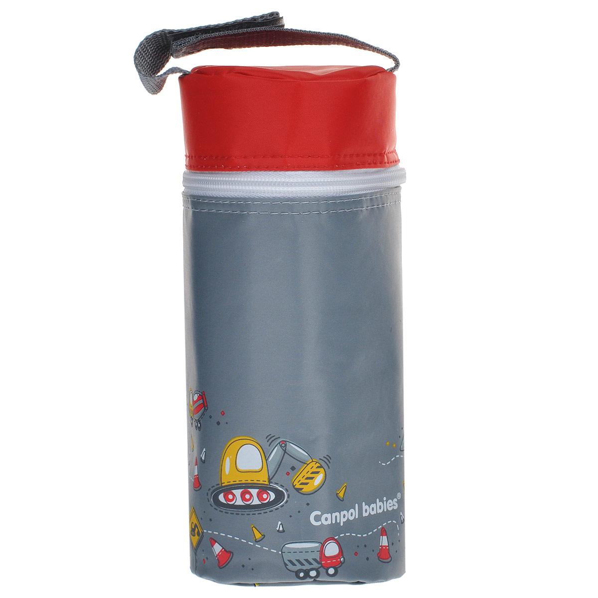 Canpol Babies Термоконтейнер для фигурной бутылочки цвет серый69/003_серыйТермоконтейнер для фигурной бутылочки Canpol Babies серого цвета предназначен для хранения охлажденного напитка или теплой молочной смеси в бутылочке, поэтому является необходимым аксессуаром во время поездок или прогулок. В зависимости от температуры питания и атмосферных условий термоконтейнер может удерживать температуру до трех часов. Внешняя поверхность изделия выполнена из долговечного, нетоксичного и моющегося материала, а с внутренней стороны заполнена термоизолирующей пленкой, которая замедляет процесс охлаждения/нагревания питания. Оформлен термоконтейнер забавными рисунками с дорожной тематикой, закрывается на застежку-молнию. Благодаря удобной ручке, соединяющейся липучкой, его удобно носить с собой и пристегивать к коляске. Термоконтейнер подходит для всех типов бутылочек.