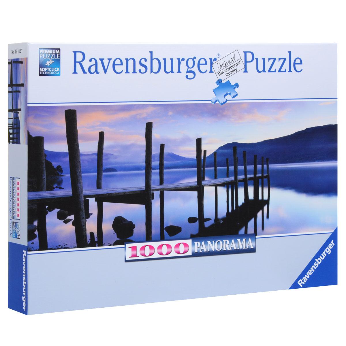 Ravensburger Идиллия на озере. Пазл панорамный, 1000 элементов15112Панорамный пазл Идиллия на озере, без сомнения, придется вам по душе, и вы получите массу удовольствия от процесса собирания картины. Собрав этот пазл, включающий в себя 1000 элементов, вы получите удивительную картину с изображением причала и спокойного озера в сумерках. Пазл - великолепная игра для семейного досуга. Сегодня собирание пазлов стало особенно популярным, главным образом, благодаря своей многообразной тематике, способной удовлетворить самый взыскательный вкус. А для детей это не только интересно, но и полезно. Собирание пазлов развивает мелкую моторику у ребенка, тренирует наблюдательность, логическое мышление, знакомит с окружающим миром, с цветом и разнообразными формами. Пазлы Ravensburger гарантируют вам удовольствие от сборки картины, главным образом, благодаря следующим преимуществам: Отсутствие двух одинаковых деталей обеспечено использованием вручную изготовленного инструментария; Частицы идеально соединяются; Матовая...