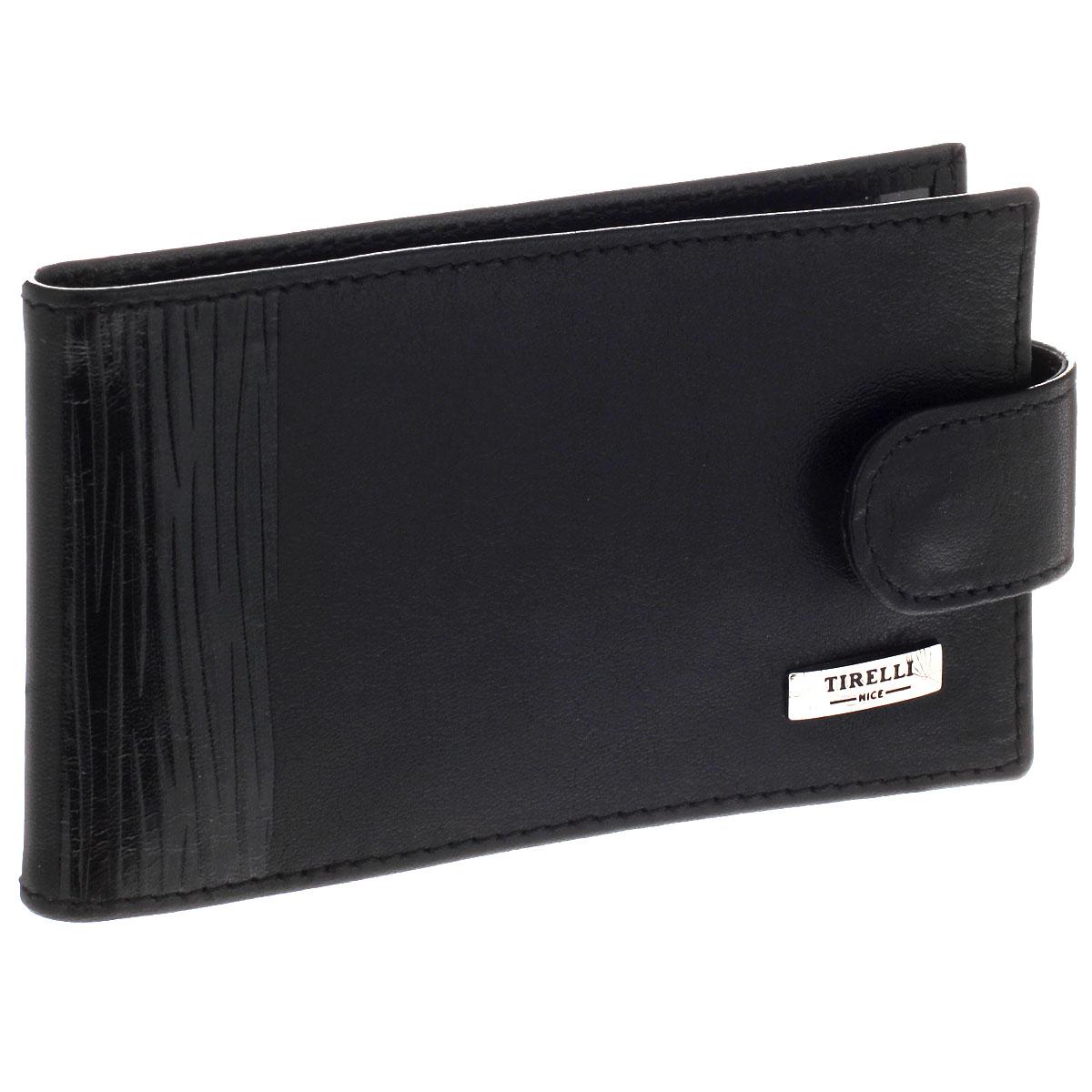 Футляр для карточек Tirelli Wood, цвет: черный. KRU-1/15-313-08KRU-1/15-313-08Ультрамодный футляр для карточек Tirelli Wood изготовлен из высококачественной кожи и декорирован оригинальным тиснением. На лицевой стороне изделие оформлено небольшой металлической пластиной с гравировкой Tirelli. Футляр закрывается хлястиком на кнопку. Внутри содержится съемный блок из мягкого пластика на 12 визиток и два прозрачных боковых кармана. Изделие упаковано в фирменную коробку. Такой футляр не только поможет держать в одном месте все кредитные карты, но и стильно дополнит ваш яркий образ.