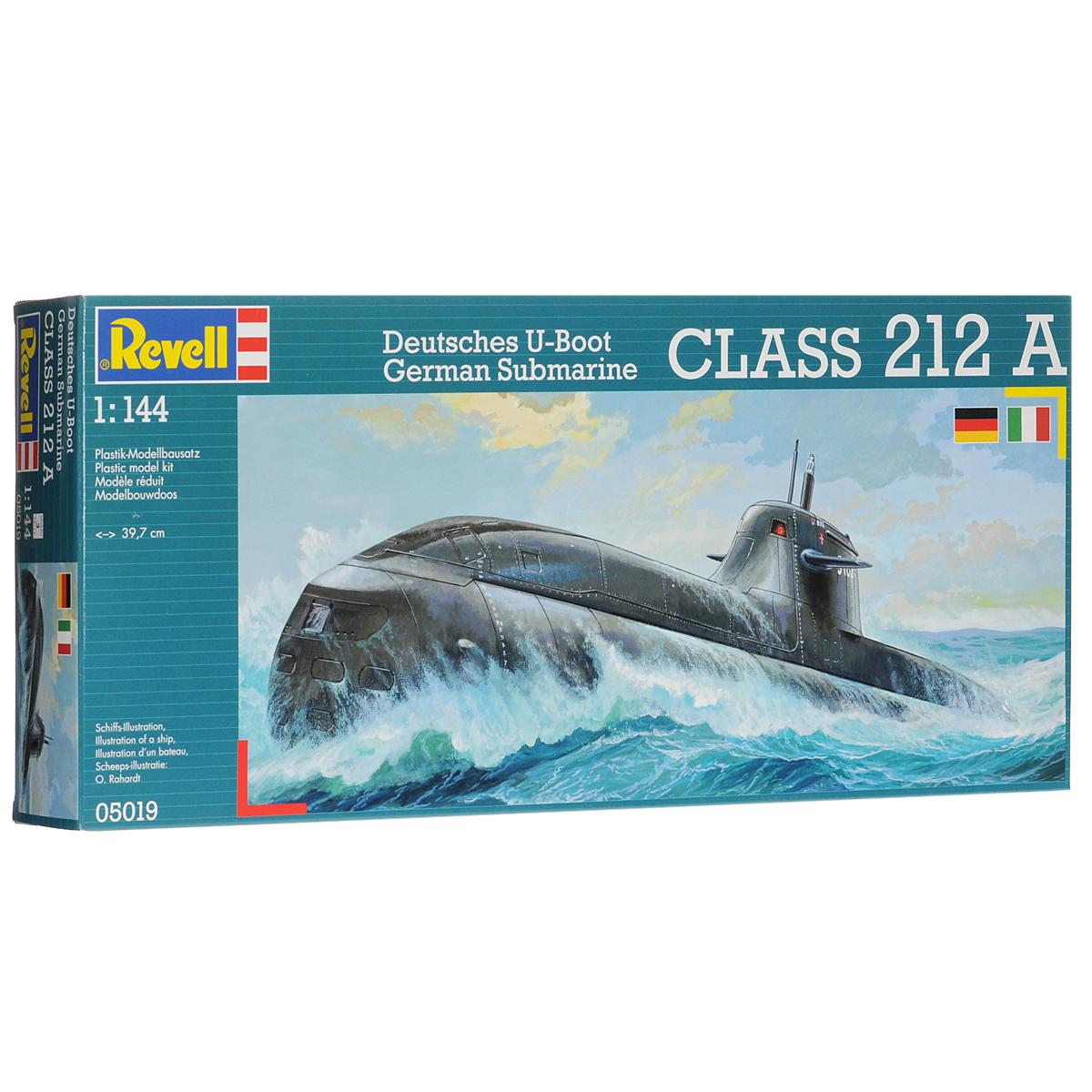 Сборная модель Revell Подводная лодка Class 212 A05019Сборная модель Revell Подводная лодка Class 212 A поможет вам и вашему ребенку придумать увлекательное занятие на долгое время. Набор включает в себя 55 пластиковых элементов, из которых можно собрать достоверную уменьшенную копию одноименной подводной лодки. Разработка судна началась в 1987 году. Уже через пять лет концерн HDW/NSW получил заказ на постройку первых четырех подлодок. Однако из-за сложностей в конструкции силовой установки реальное строительство началось только в 1999 году. Первая подводная лодка данного класса была спущена на воду в 2002 году. В данный момент на вооружении ВМФ Германии состоит одна 5 лодок типа 212. Еще две лодки были построены для Италии. Также в наборе схематичная инструкция по сборке. Процесс сборки развивает интеллектуальные и инструментальные способности, воображение и конструктивное мышление, а также прививает практические навыки работы со схемами и чертежами. Уровень сложности: 3. УВАЖАЕМЫЕ КЛИЕНТЫ! ...