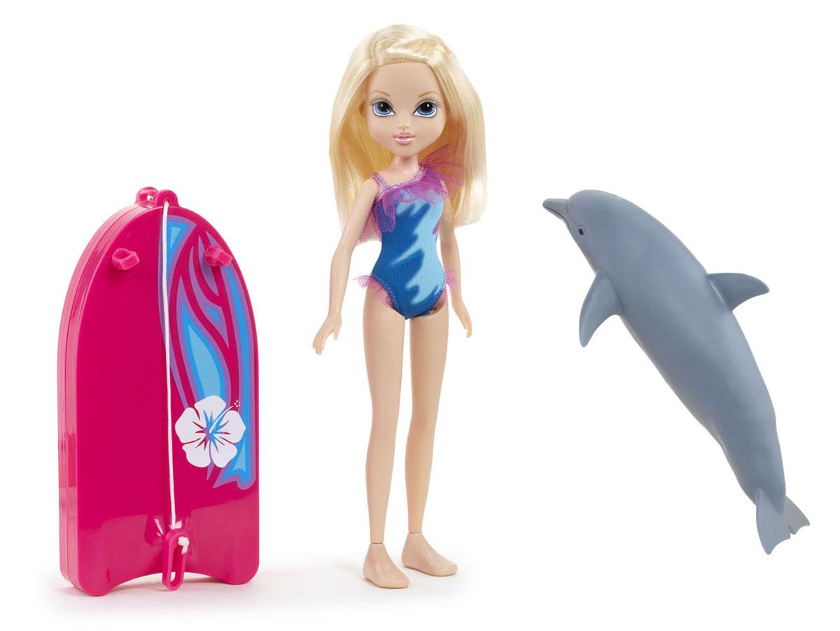 Moxie Кукла Эйвери с плавающим дельфином503125Кукла Moxie С плавающим дельфином: Эйвери приведет в восторг вашу малышку! Эйвери - красавица и умница, с которой не заскучаешь. Она плавает лучше любой рыбы, отлично чувствуя себя в воде. На ней обтягивающий яркий купальник, подчеркивающий идеальные параметры фигуры. С ней красочная доска для серфинга с креплениями для рук. У Эйвери есть друг - дельфин, плавающий в воде. Это незабываемые ощущения, так как он буквально оживает на глазах, стоит его только опустить в воду. Накинь специальное крепление доски на плавник и отправляйся в веселое путешествие по морским просторам! С такой куклой купание вашей малышки превратится в веселую игру. Порадуйте ее таким замечательным подарком! Необходимо докупить 2 батарейки напряжением 1,5V типа AAA (не входят в комплект).