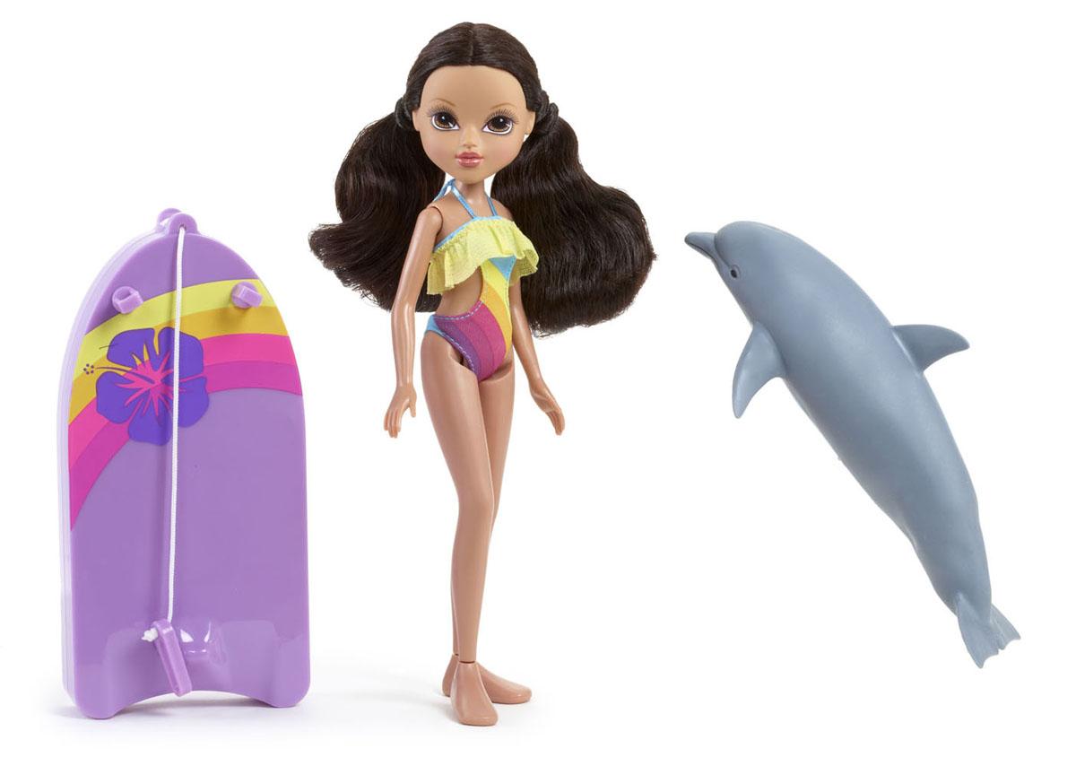 Moxie Игровой набор с куклой Софина с плавающим дельфином503132Кукла Moxie С плавающим дельфином: Софина приведет в восторг вашу малышку! Софина - красавица и умница, с которой не заскучаешь. Она плавает лучше любой рыбы, чувствуя себя в воде как в своей тарелке. На ней обтягивающий яркий купальник, подчеркивающий идеальные параметры фигуры. С ней красочная доска для серфинга с креплениями для рук. У Софины есть друг - дельфин, плавающий в воде. Это незабываемые ощущения, так как он буквально оживает на глазах, стоит его только опустить в воду. Накинь специальное крепление доски на плавник и отправляйся в веселое путешествие по морским просторам! С такой куклой купание вашей малышки превратится в веселую игру. Порадуйте ее таким замечательным подарком! Необходимо докупить 2 батарейки напряжением 1,5V типа AAA (не входят в комплект).