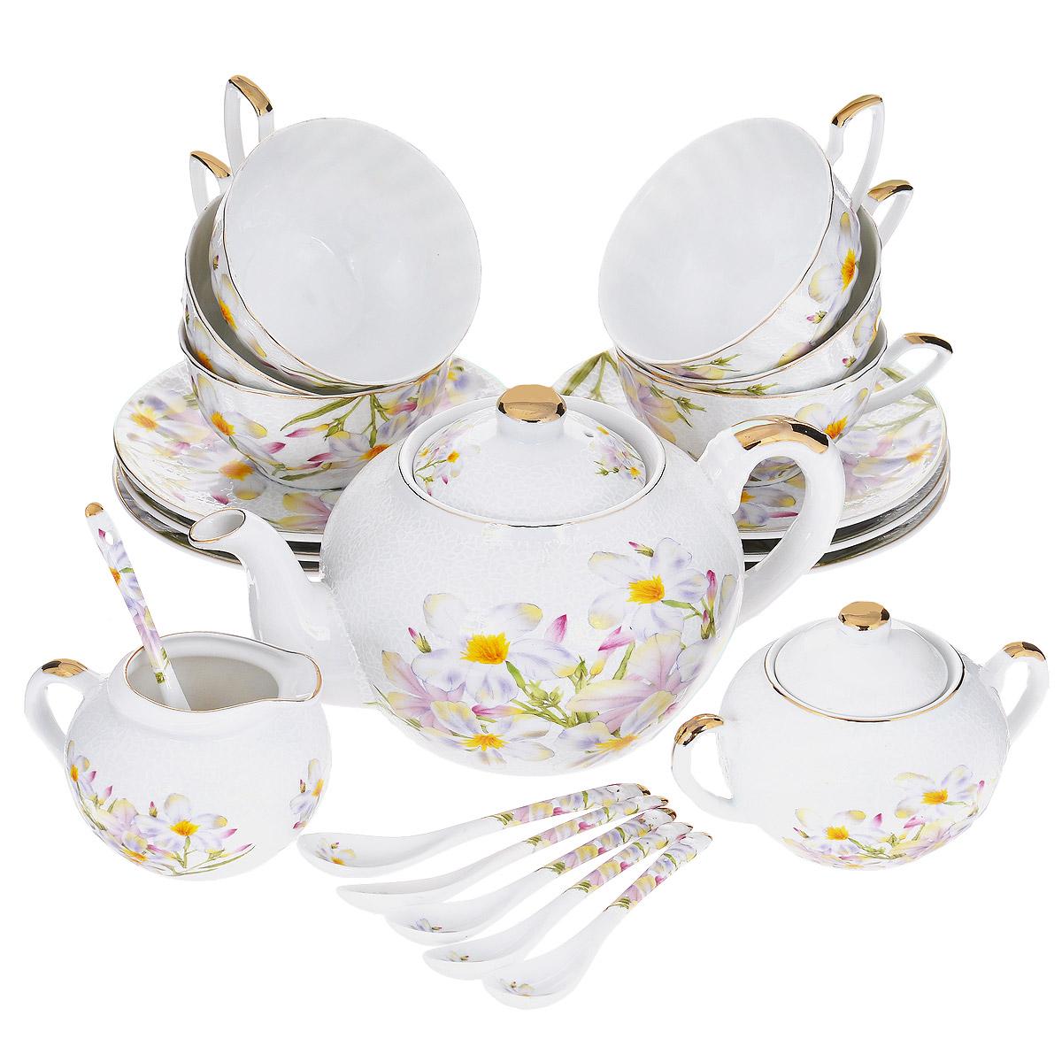 Сервиз чайный Briswild Белые нарциссы, 21 предмет. 545-689545-689Чайный сервиз Briswild Белые нарциссы состоит из шести чашек, шести блюдец, шести чайных ложек, чайника с крышкой, сахарницы с крышкой и молочника. Изделия выполнены из высококачественного фарфора и оформлены цветочным рисунком, изящным рельефом и золотистой эмалью. Чайный сервиз великолепно украсит стол к чаепитию и удивит вас и ваших гостей ярким дизайном и практичностью. Не использовать в микроволновой печи, не применять абразивные моющие средства.