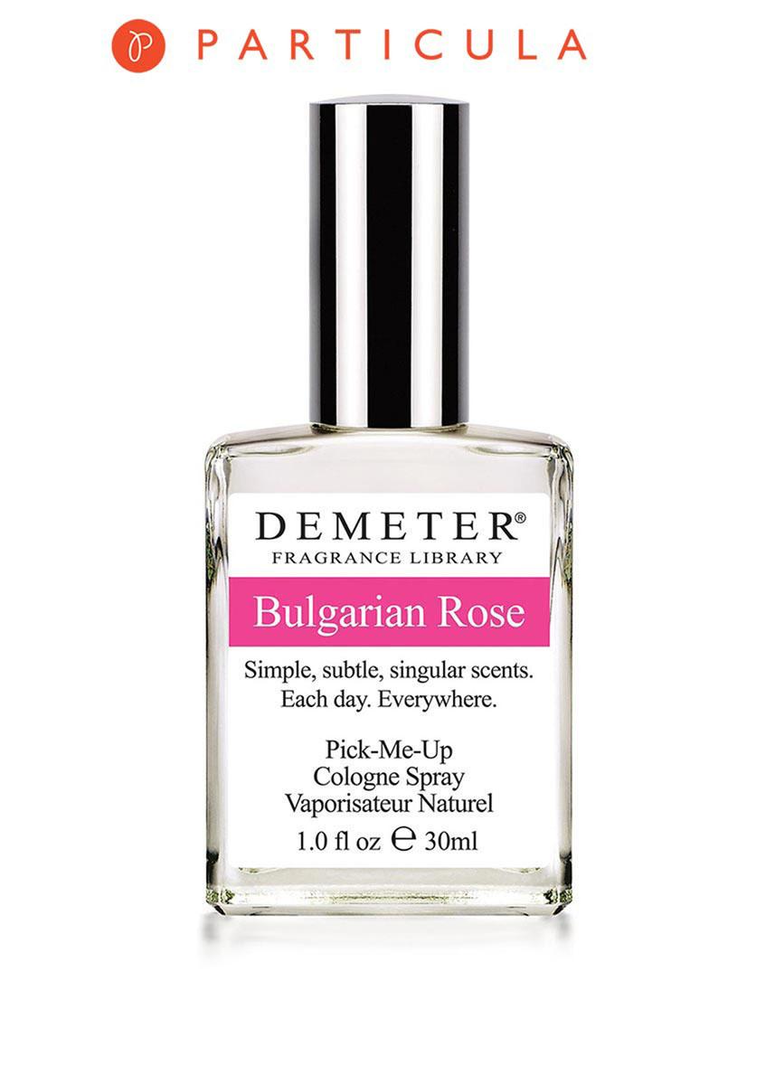 Demeter Fragrance Library Духи-спрей Болгарская роза (Bulgarian rose), женские, 30 млDM05237Чем же так хороша болгарская роза? Секрет в том, что именно Болгария является крупнейшим экспортером весьма дорогого продукта - розового масла. Чтобы получить всего один грамм такого масла, необходимо переработать больше 1,5 тысячи бутонов, а для того, чтобы путем дистилляции выделить 1 кг масла - 3,5 тонны лепестков. Впечатляет? 30 мл флакона Bulgarian rose, по скромным подсчетам, вместили 45 тысяч цветков. Согласитесь, такой букет и подарить не стыдно! Способ применения: нанести на сухую, чистую кожу. На точки пульса, волосы, одежду. Духи считаются самым изысканным видом парфюмерной продукции и содержат самый большой процент ароматической композиции (от 15% до 30% и более), растворенной в очень чистом спирте (96% об.). Высокое содержание экстракта обеспечивает духам большую стойкость и силу по сравнению с другими видами парфюмерных товаров. Всего лишь пары капель достаточно для того, чтобы запах держался в течение 5 и более часов. Товар...
