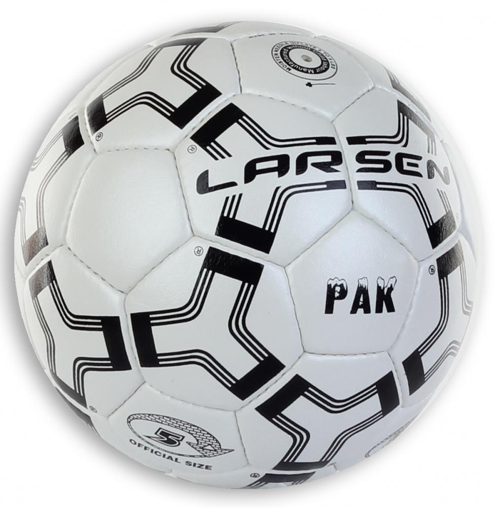 Мяч футбольный Larsen Pak, цвет: белый, черный. Размер 51330Футбольный мяч Larsen Pak подойдет для игры на всех покрытиях. Он выполнен из синтетической кожи и полиуретана. Глянцевая поверхность. Имеет 4 слоя подкладочного материала - 3 слоя поликоттон и 1 хлопок. Ручная сшивка. 32 панели. Камера выполнена из латекса, с бутиловым ниппелем. Окружность: 68-69 см.