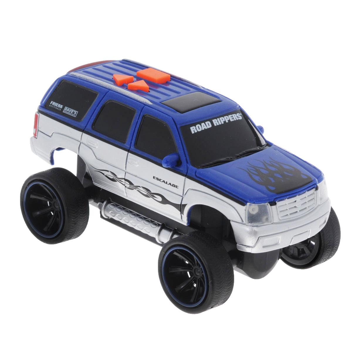 Toystate Машинка Road Rippers цвет синий33041TSЯркая машинка Road Rippers со звуковыми эффектами, несомненно, понравится вашему ребенку и не позволит ему скучать. Игрушка выполнена в виде яркой гоночной машины. При нажатии на кнопки, расположенные на крыше, светятся фары, воспроизводятся звуки двигателя и включенной передачи заднего хода, а также раздается голос диктора, сообщающего о старте гонки. Ваш ребенок часами будет играть с машинкой, придумывая различные истории и устраивая соревнования. Порадуйте его таким замечательным подарком! Рекомендуется докупить 3 батарейки напряжением 1,5V типа AАА (товар комплектуется демонстрационными). Уважаемые клиенты! Обращаем ваше внимание на возможные изменения в дизайне, связанные с ассортиментом продукции. Поставка осуществляется в зависимости от наличия на складе.