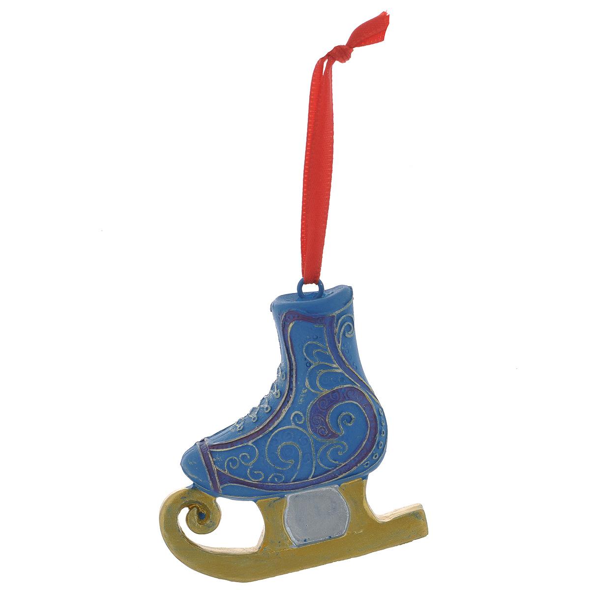 Новогоднее подвесное украшение Конек, цвет: синий, золотой. 3459934599Оригинальное новогоднее украшение из пластика прекрасно подойдет для праздничного декора дома и новогодней ели. Изделие крепится на елку с помощью металлического зажима.