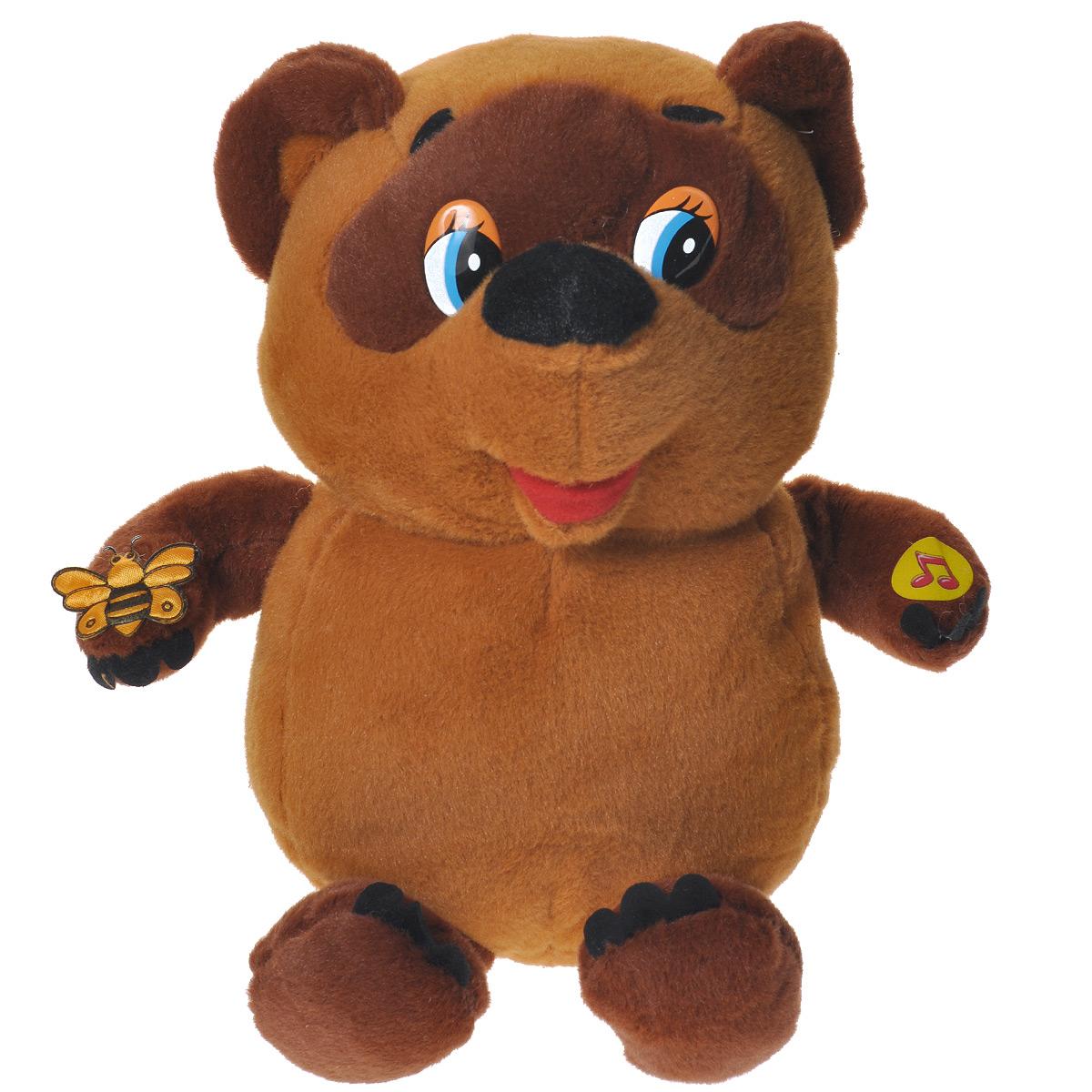 Мягкая озвученная игрушка Мульти-Пульти Винни Пух, 25 смV85137/25s6Мягкая озвученная игрушка Мульти-Пульти Винни Пух вызовет улыбку у каждого, кто ее увидит! Она выполнена в виде всем известного мультипликационного персонажа - медвежонка из мультфильма Винни Пух и все-все-все. Туловище игрушки - мягконабивное, глазки - пластик. На лапе у него сидит пчелка. Если нажать игрушке на лапку, Винни Пух споет песенку и произнесет фразы своего героя: Хорошо живет на свете Винни Пух! От того поет он эти песни вслух! И неважно, чем он занят, если он худеть не станет, а ведь он худеть не станет, (если, конечно, вовремя подкрепиться…). Да!, Случайно подумал, а не пойти ли нам в гости?, А зачем носить мед? А для того, чтобы я его ел!, Куда идем мы с пятачком, большой, большой секрет, и не расскажем мы о нем, о нет и нет и нет, А не пора ли нам подкрепиться? По-моему, пора. Игрушка подарит своему обладателю хорошее настроение и позволит насладиться обществом любимого героя. Рекомендуется докупить 3 батарейки напряжением 1,5V...