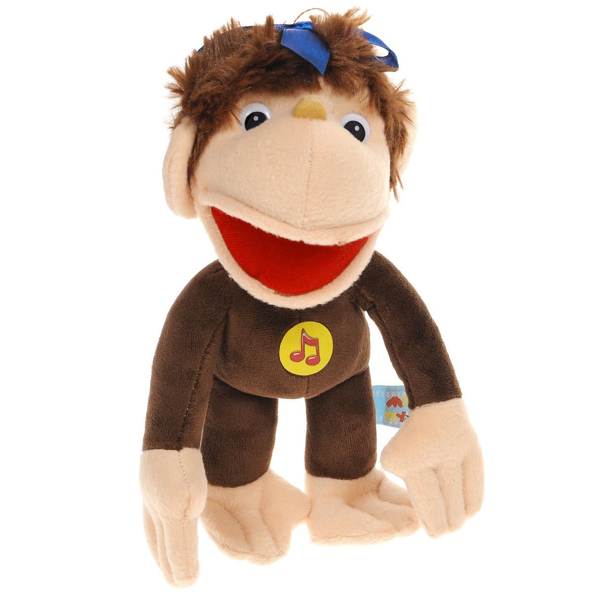 Мягкая озвученная игрушка Мульти-Пульти Мартышка, 28 смV85124/32s31Мягкая озвученная игрушка Мульти-Пульти Мартышка вызовет улыбку у каждого, кто ее увидит! Она выполнена в виде всем известного мультипликационного персонажа - мартышки из мультфильма 38 попугаев. Туловище игрушки - мягконабивное, глазки и носик - пластиковые. На голове яркий синий бант. Если нажать игрушке на животик, мартышка признесет фразы из мультфильма: -А что это вы такое делаете, извините? -Меня мерим. -Только мы не знаем как, Давай, у тебя спросим? У меня лучше не надо, извините, давайте лучше спросим у попугая. -Давайте, давайте спросим у меня, спрашивайте!, Я могу измерить твой рост в попугаях: раз, два, левой, правой, дважды два очень, просто измеряются удавы, пятью пять, любого роста, твой рост тридцать восемь попугаев и еще одно попугайское крылышко, -А чем еще можно мерить рост? -Всем! -И мартышками можно? -Можно! -Раз, два, левой, правой. Ой все, он уже кончился. -Пять мартышек, А теперь слоненками: раз, два. Два, извините, -Два слоненка. -Пять мартышек....