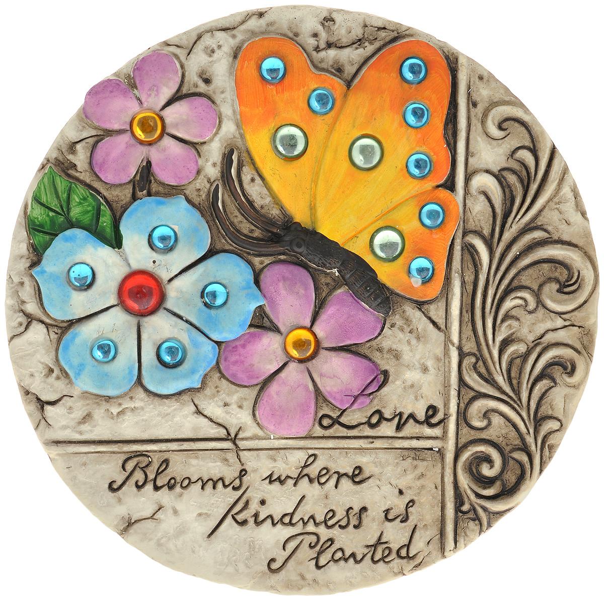 Декоративная фигурка Бабочка, диаметр 25 см. 2832628326Декоративная фигурка Бабочка прекрасно подойдет для украшения интерьера дома. Изделие выполнено из цемента и имеет шероховатую поверхность. Фигурка украшена рельефом в виде бабочки и цветов, декорированных разноцветными бусинами, рельефными узорами и высеченной надписью Love blooms where kindness is planted. Изящная фигурка станет прекрасным подарком, который обязательно порадует получателя.