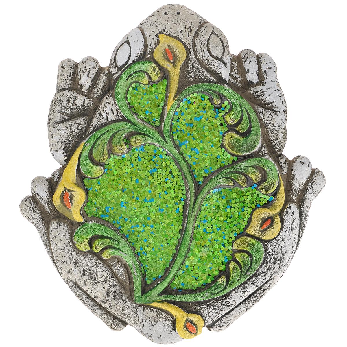 Декоративная фигурка Лягушка, 27 см х 30 см х 2,5 см28330Декоративная фигурка Лягушка прекрасно подойдет для украшения интерьера дома. Изделие выполнено из цемента в виде лягушки и имеет шероховатую поверхность. Спинка лягушки декорирована сине-зелеными блестками, покрытыми эмалью, и рельефом в виде желтых цветов. Изящная фигурка станет прекрасным подарком, который обязательно порадует получателя.