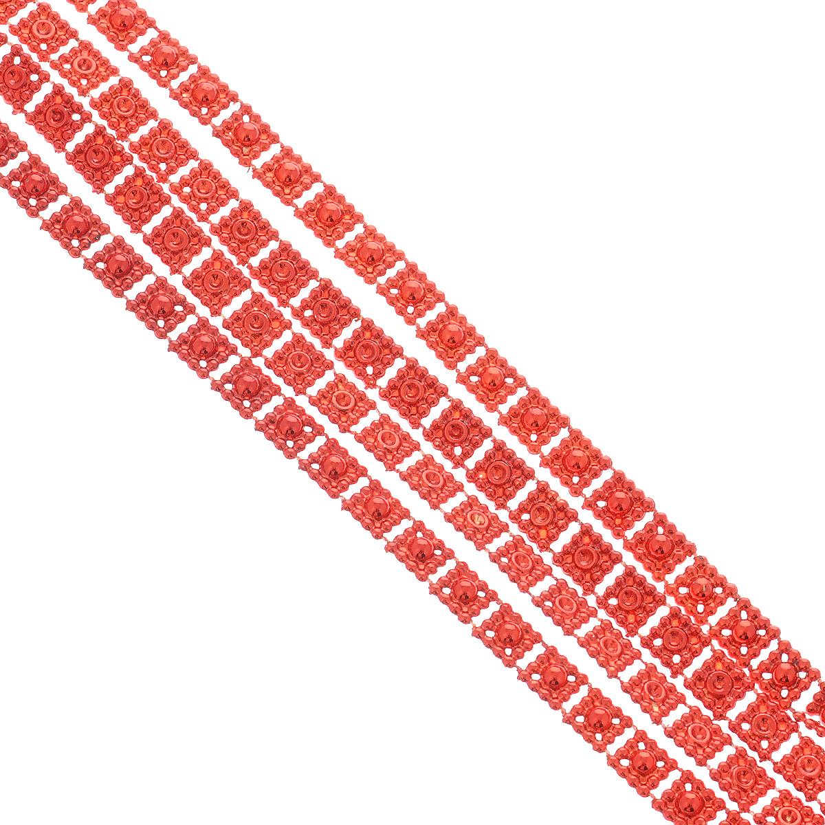 Новогодняя гирлянда Квадратики, цвет: красный, 2,7 м. 3443634436Новогодняя гирлянда прекрасно подойдет для декора дома или офиса. Украшение выполнено из разноцветной металлизированной фольги. С помощью специальных петелек гирлянду можно повесить в любом понравившемся вам месте. Украшение легко складывается и раскладывается. Новогодние украшения несут в себе волшебство и красоту праздника. Они помогут вам украсить дом к предстоящим праздникам и оживить интерьер по вашему вкусу. Создайте в доме атмосферу тепла, веселья и радости, украшая его всей семьей.